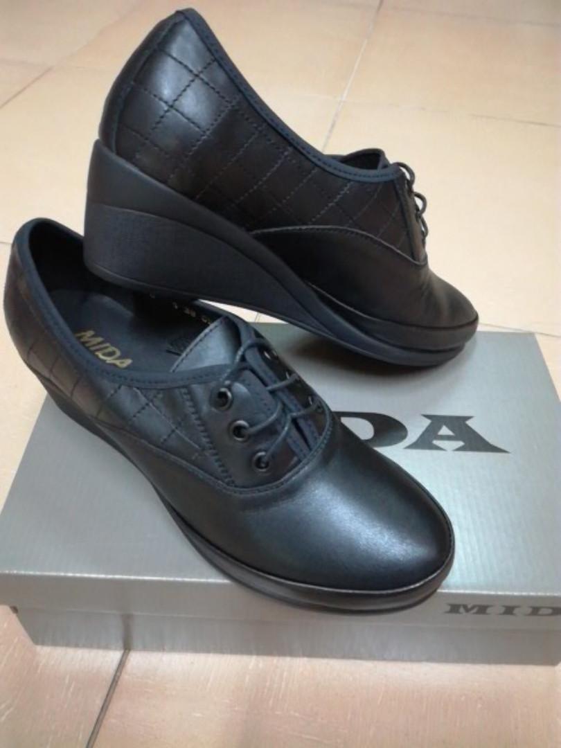 3b74fb97 Женские кожаные туфли на невысокой танкетке МИДА 21870 черные. -  интернет-магазин обуви в