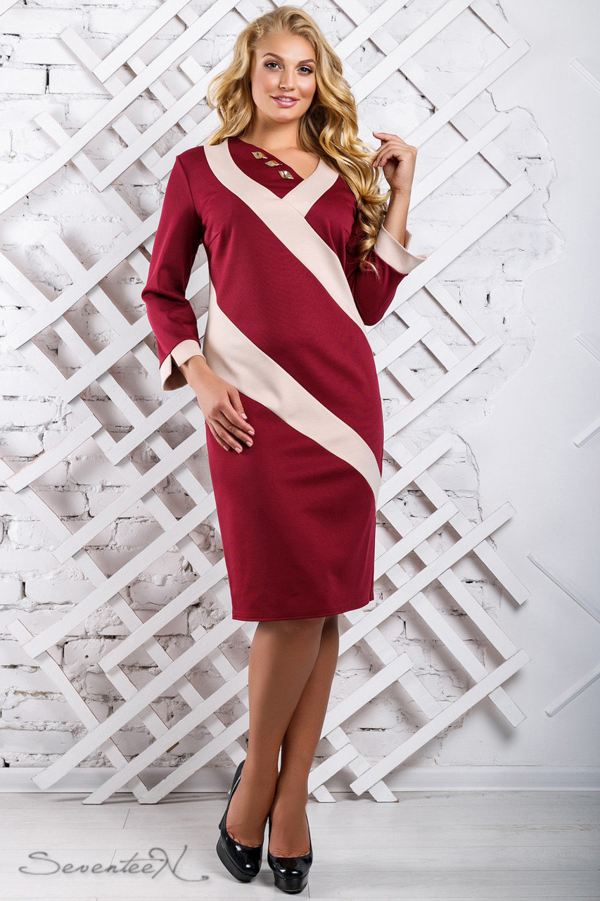 Платья прямое до колена с рукавом в три четверти