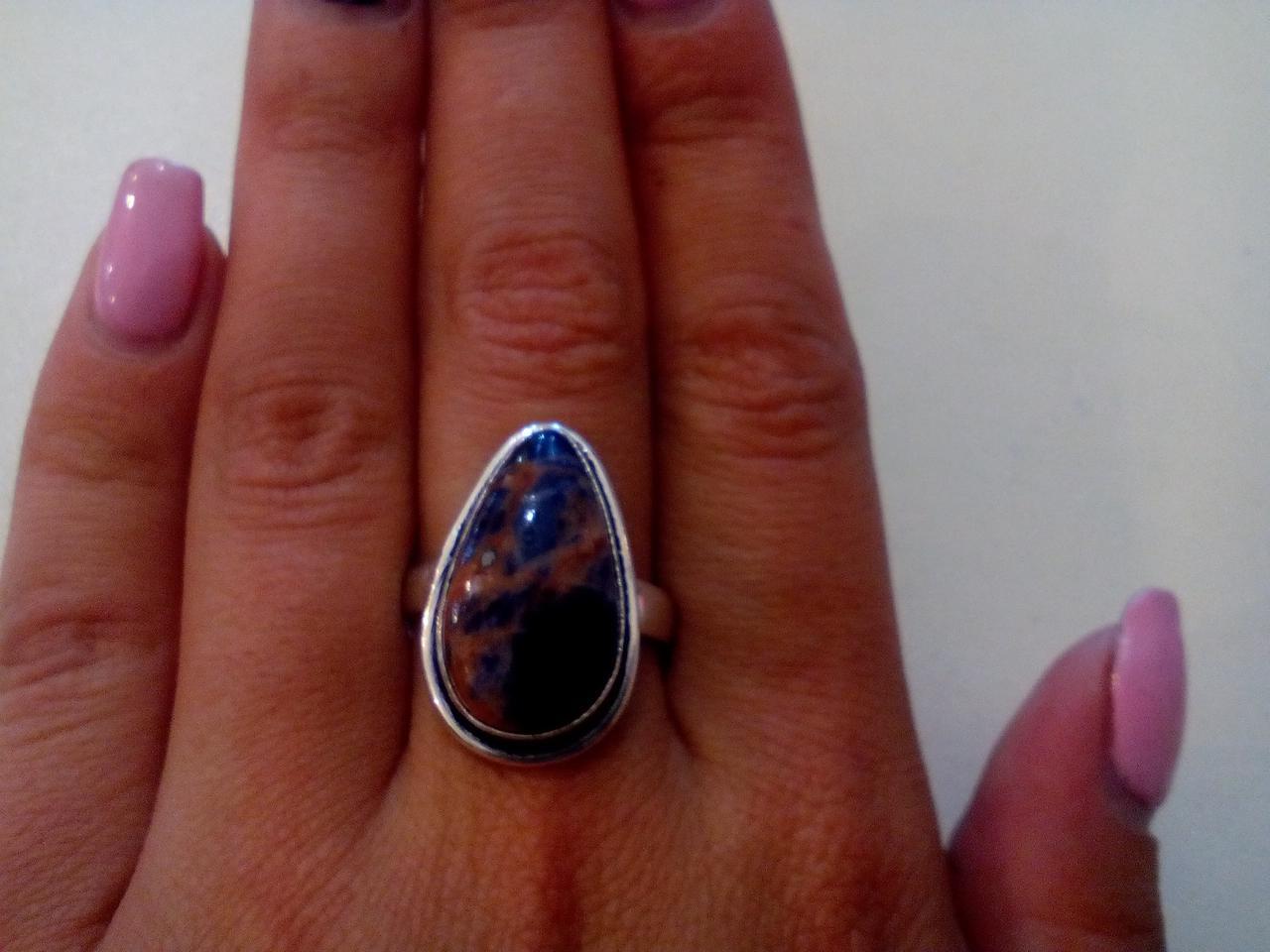 Кольцо с натуральным камнем содалит в серебре. Размер 18,5-19. Индия