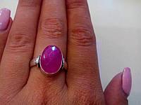 Кольцо с камнем рубин в серебре.