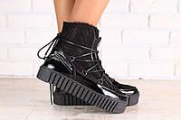 Зимние женские ботинки, комбинированные: черная лаковая кожа и блестящая замша, на шнурках, на толстой подошве