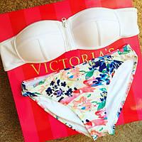 Женский стильный белый купальник с цветами