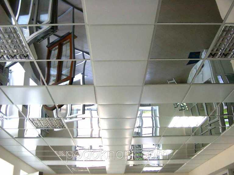 Подвесной потолок из металлических панелей