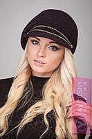 Женская черная шапка с козырьком
