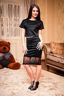 Женский черный костюм: топ и юбка