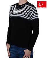 Полушерстяной молодежный свитер с орнаментом.