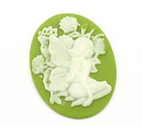 "Камея зеленая ""Эльфиня - лесная фея"", 39х30 мм, смола"