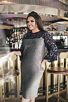 Силуэтное платье, рукава выполнены из гипюра.