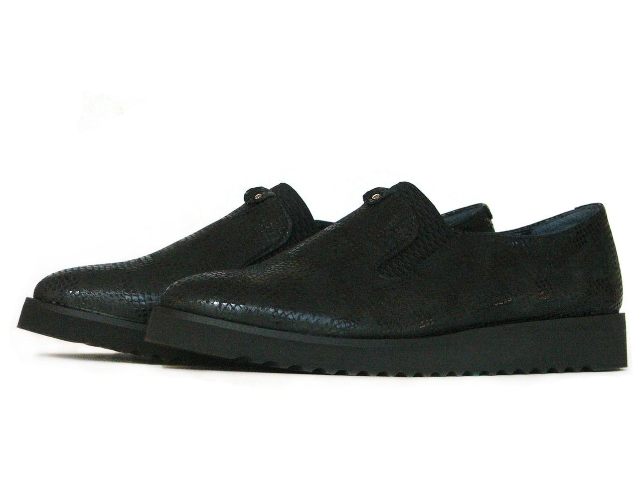 Черные женские туфли из фактурной натуральной кожи