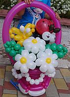 Корзина цветов (букет) из шариков Ромашки белые на День рождения