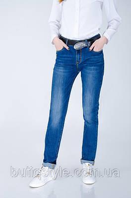 Стильные и практичные джинсы с поясом