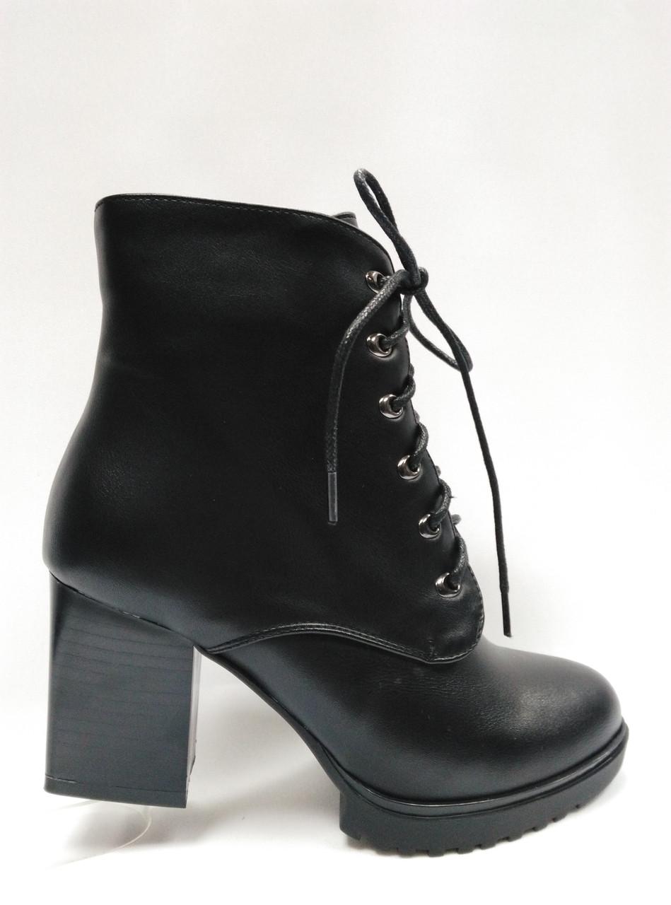 Черные  ботинки  из эко-кожи со шнурками . Маленькие размеры (33 - 35).