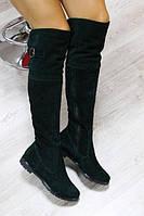 Демисезонные замшевые сапоги-ботфорты темно-зеленого цвета