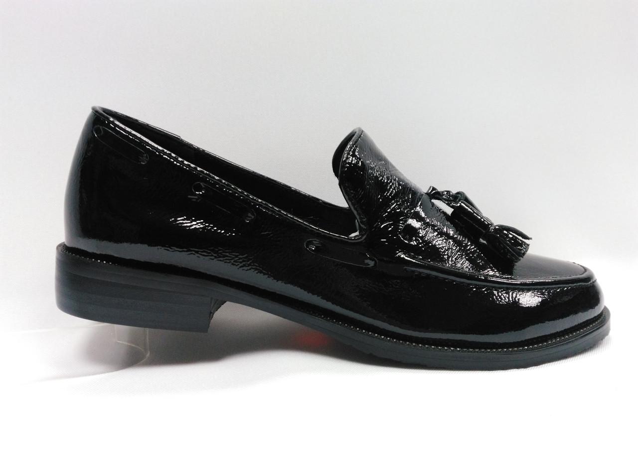 Черные кожаные туфли на каблуке . Маленькие размеры (33 - 35).