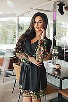 Вечернее платье с V-образным вырезом и очень красивой вышивкой.