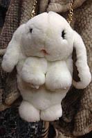 Меховая сумка-рюкзак в виде зайчика белая
