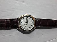 "Кварцевые часы ""Спутник 222"" на ремешках с датой."