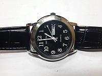 "Кварцевые часы ""Спутник 224"" на ремешках с датой."