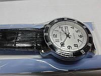 "Кварцевые часы ""Спутник 262"" на ремешках с датой."