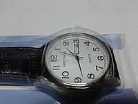 "Кварцевые часы ""Спутник 265"" на ремешках с датой."
