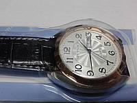 "Кварцевые часы ""Спутник 266"" на ремешках с датой."