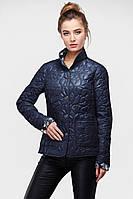 Демисезонная куртка полуприталенного фасона