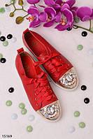 Женские красные кеды с камнями на носке
