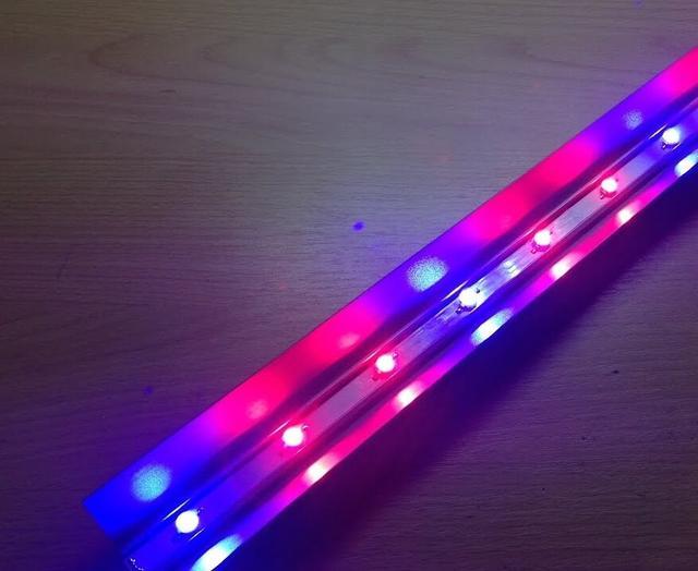 Світлодіодні енергозберігаючі фитолампы