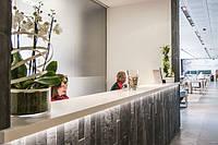 Акриловый камень в интерьере банка, офиса