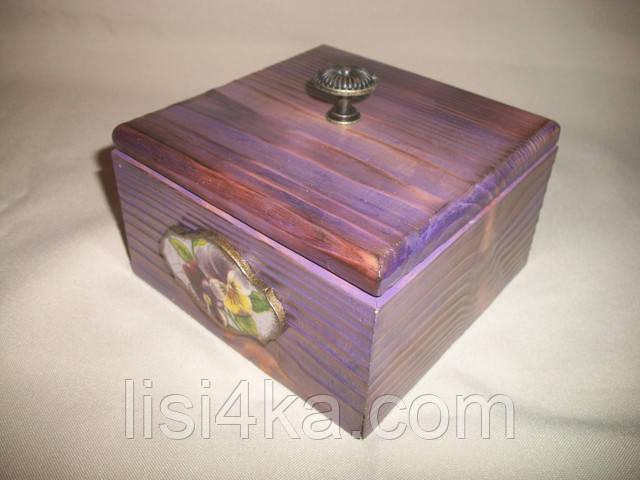 Деревянная сиреневая шкатулка-короб с цветами