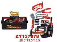 Набор инструментов: молоток, отвертка, шурупеверт, ключи в ящике