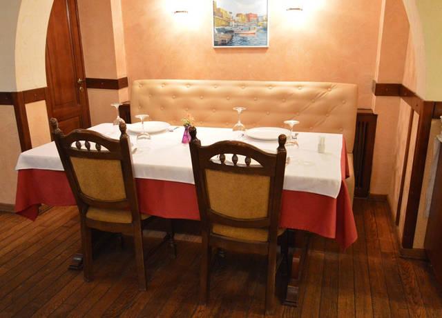 Диваны в ресторан «MARE AZZURO» на ул. Банковой 2