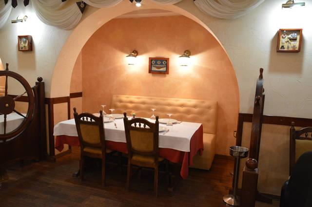Диваны в ресторан «MARE AZZURO» на ул. Банковой 4
