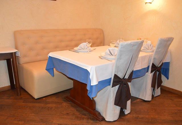 Диваны в ресторан «MARE AZZURO» на ул. Банковой 5