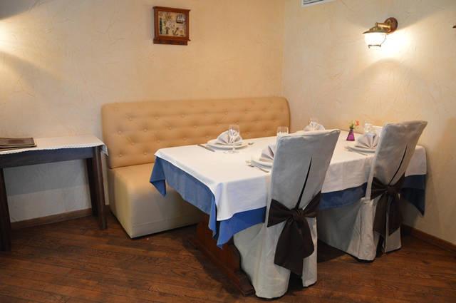 Диваны в ресторан «MARE AZZURO» на ул. Банковой 6