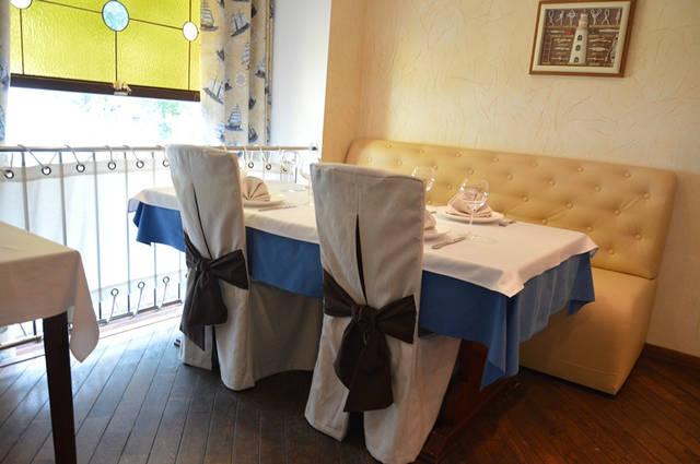 Диваны в ресторан «MARE AZZURO» на ул. Банковой 3