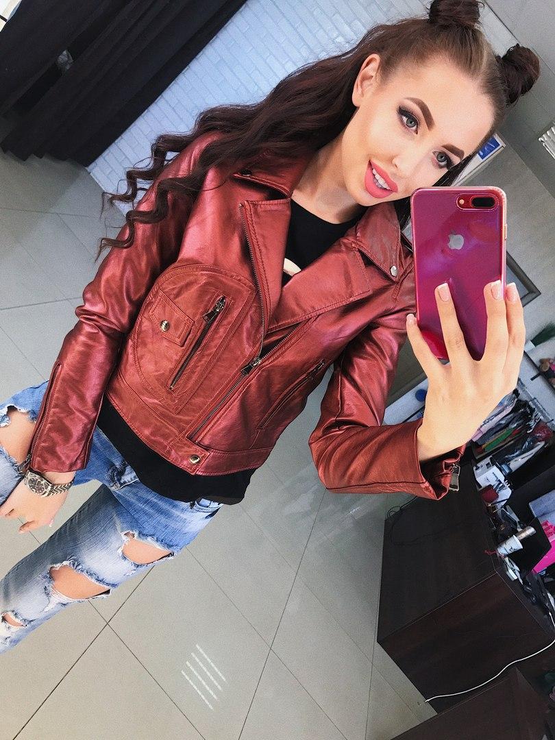 Красивая женская куртка марсала перламутровая