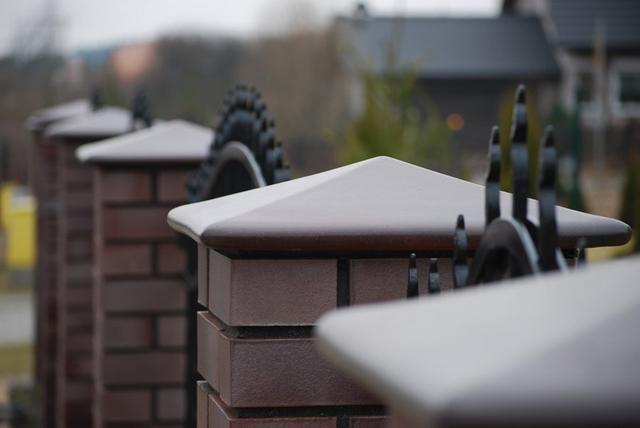 Колпаки на забор керамические