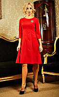 Красное платье украшенное брошью chanel