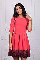 Модное платье с гипюровой отделкой 111-4