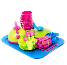 Набір посуду на підносі
