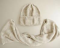 Женская вязаная шапка с отворотом крупной вязки