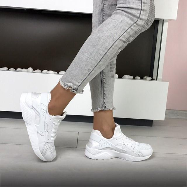 Белые кроссовки Nike Huarache