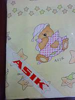 Простынь в детскую кроватку «мишки на подушках» с салатовыми звездочками № 125