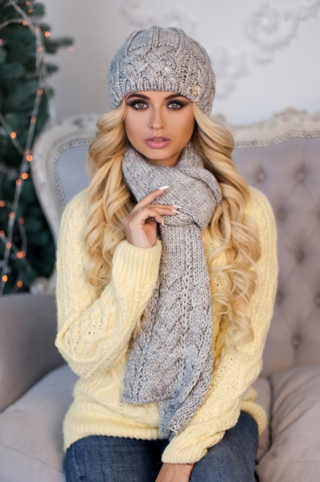 Зимний женский комплект «Камелия» (шапка и шарф) Светло-серый