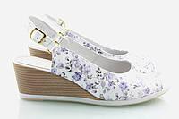 Белые босоножки с цветами 513-14ц