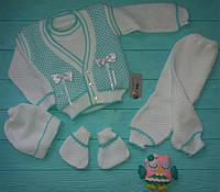 Вязанный костюм для новорожденного