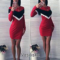 Короткое платье с полосками на груди спортивного стиля