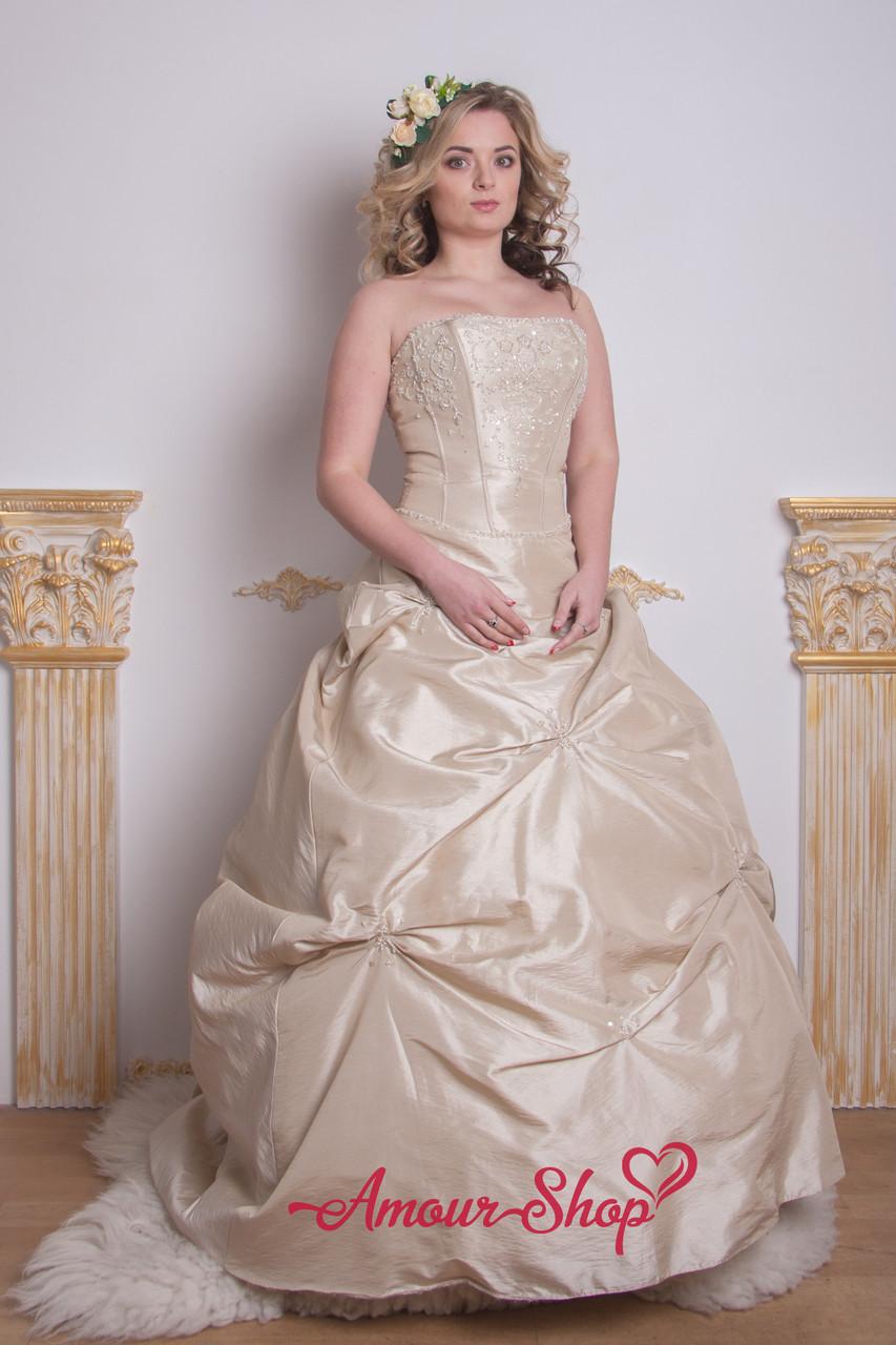 Длинное пышное вечернее платье цвета капучино
