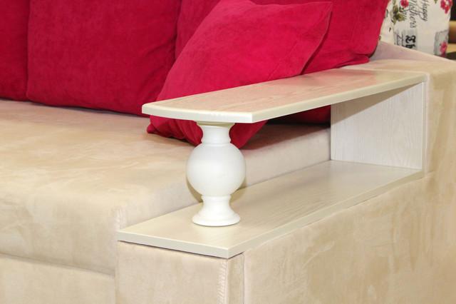 диван с деревянной накладкой от торгового дома Naomi